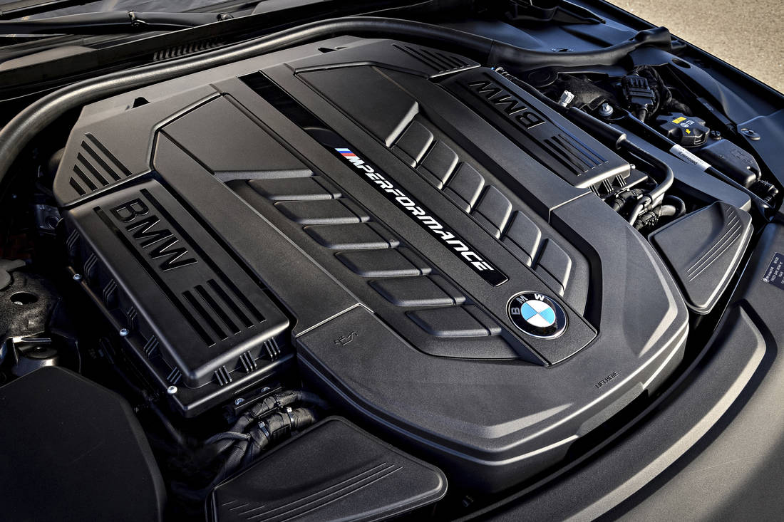 P90246927 highRes bmw-m760li-xdrive-on