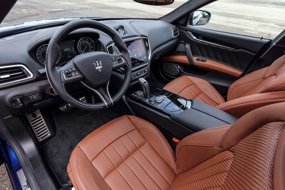 AS24 Ghibli interieur